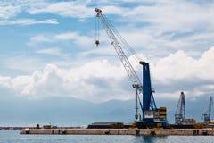 Grúa del puerto en el acceso de Rijeka Imágenes de archivo libres de regalías