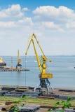 Grúa en el puerto marítimo Imagen de archivo