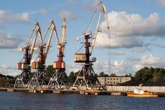 Grúa en Ventspils Imagen de archivo