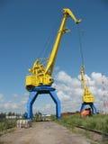 Grúa portuaria amarilla Imagenes de archivo