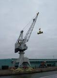 Grúa que vira de bordo llana gigante Foto de archivo libre de regalías
