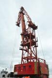 Grúa roja y grande del puerto Fotos de archivo libres de regalías