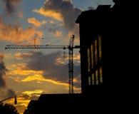 Grúa y edificio Fotografía de archivo libre de regalías