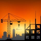Grúas de construcción en el fondo de la puesta del sol Fotos de archivo libres de regalías