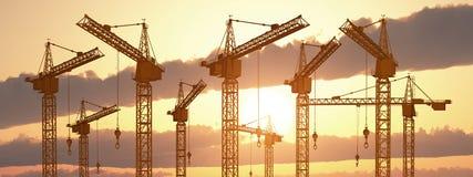 Grúas de construcción en la puesta del sol libre illustration