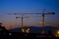 Grúas de construcción industriales Fotos de archivo libres de regalías