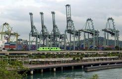 Grúas del cargo en puerto Fotografía de archivo