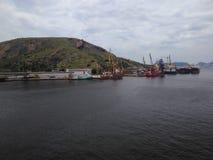 Grúas del embarcadero del puerto Fotografía de archivo
