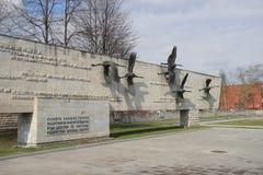 Grúas del monumento de WWII imagenes de archivo