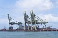 Grúas del puerto Imagenes de archivo