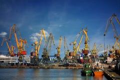 Grúas del puerto Imágenes de archivo libres de regalías