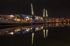 Grúas del puerto de Bristol por la noche A Fotos de archivo libres de regalías