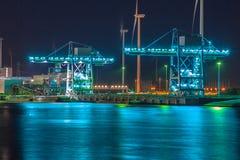 Grúas del puerto en la noche Foto de archivo