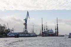 Grúas del transbordo en el puerto de Hamburgo Hamburgo, Alemania Fotos de archivo