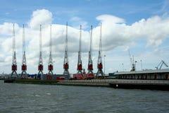 Grúas en el puerto de Rotterdam Fotos de archivo libres de regalías