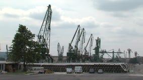 Grúas en el puerto de Varna, Bulgaria
