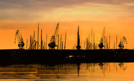 Grúas industriales Foto de archivo libre de regalías