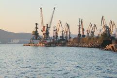 Grúas portuarias Fotos de archivo