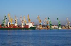 Grúas portuarias Fotos de archivo libres de regalías