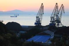 Grúas y naves portuarias Fotografía de archivo libre de regalías
