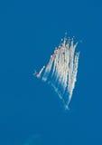 Grüße des Kampfflugzeugs Su-27 mit Aufflackern Stockfotos