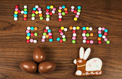 Grüße von ein glücklichen Ostern-Bonbons Stockfotografie