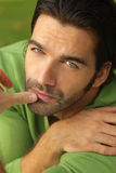 Grün auf grünem Mann Stockfoto