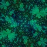 Grün-Blätter auf schwarzem abstraktem Hintergrund Lizenzfreie Stockfotos