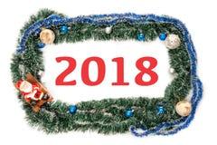 Grün-blauer Rahmen mit Bällen und Weihnachtsmann für neues Jahr und Weihnachten mit Zahlen Lizenzfreies Stockfoto