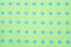 Grün mit blauem Polkapunkt-Hintergrundmuster Stockbild