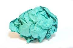 Grün zerknitterte Papierkugel lizenzfreies stockfoto