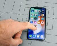 Gründen Sie auf iPhone X 10 APP-Anwendersoftware-Handhauptschirm Lizenzfreies Stockfoto