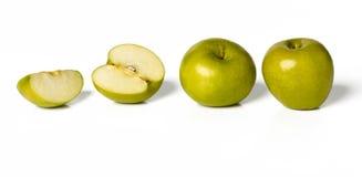 Grüne Äpfel mit den Schatten lokalisiert auf Weiß. Stockbilder
