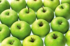 Grüne Äpfel reichlich Stockfoto