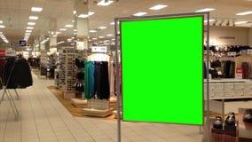 Grüne Anschlagtafel für Ihre Anzeige innerhalb Sears-Speichers stock video footage