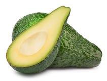 Grüne Avocado mit der Scheibe lokalisiert Stockfotografie