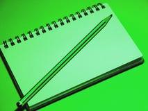 Grüne Büro-Hilfsmittel Stockbild