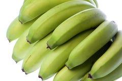 Grüne Bananen getrennt Stockbild