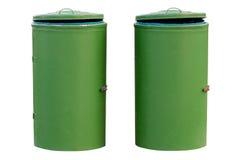 Grüne Behälter lokalisiert auf weißem Hintergrund Stockfoto