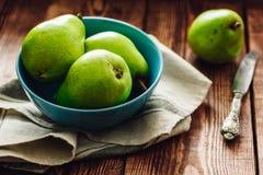 Grüne Birnen in der Schüssel Lizenzfreie Stockfotografie