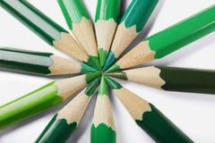 Grüne Bleistifte von verschiedenen Schatten Stockfoto