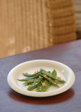Grüne Bohnen auf Tabelle Stockfoto