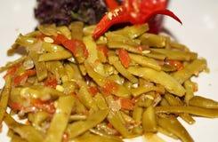 grüne Bohnen gekocht mit Olivenöl lizenzfreie stockfotografie