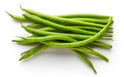 Grüne Bohnen lokalisiert auf Weiß, von oben Stockfotografie