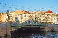 Grüne Brücke in St Petersburg, Russland Lizenzfreie Stockfotos