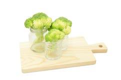 Grüne Brokkoliblume im Glasvase Lizenzfreie Stockfotos