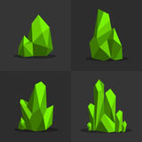 Grüne bunte glänzende hellgrüne Smaragdkristalle Lizenzfreies Stockfoto