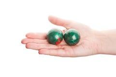 Grüne chinesische Kugeln in der Hand Stockfoto