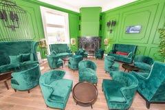 Grüne Ecke in der Lobby in einem Fünf-Sternehotel im Dorf von Kranevo in Bulgarien Stockbilder