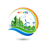Grüne eco Stadt mit Privathäusern, Plattenhäuser, Windkraftanlagen Stockbilder